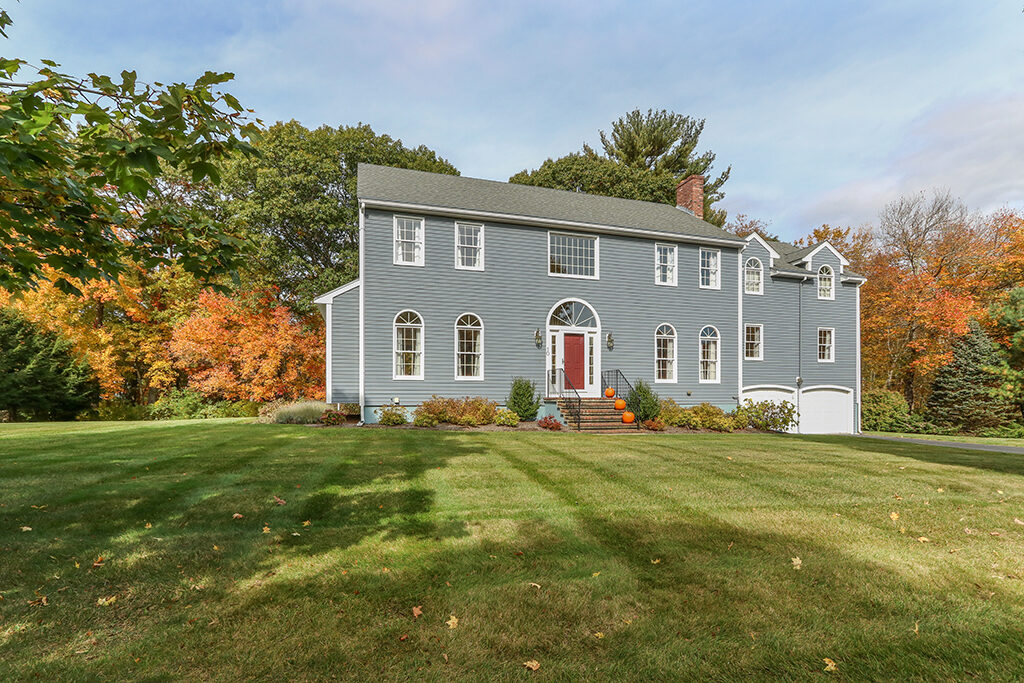 Front exterior image of 10 liberty road in Medfield MA