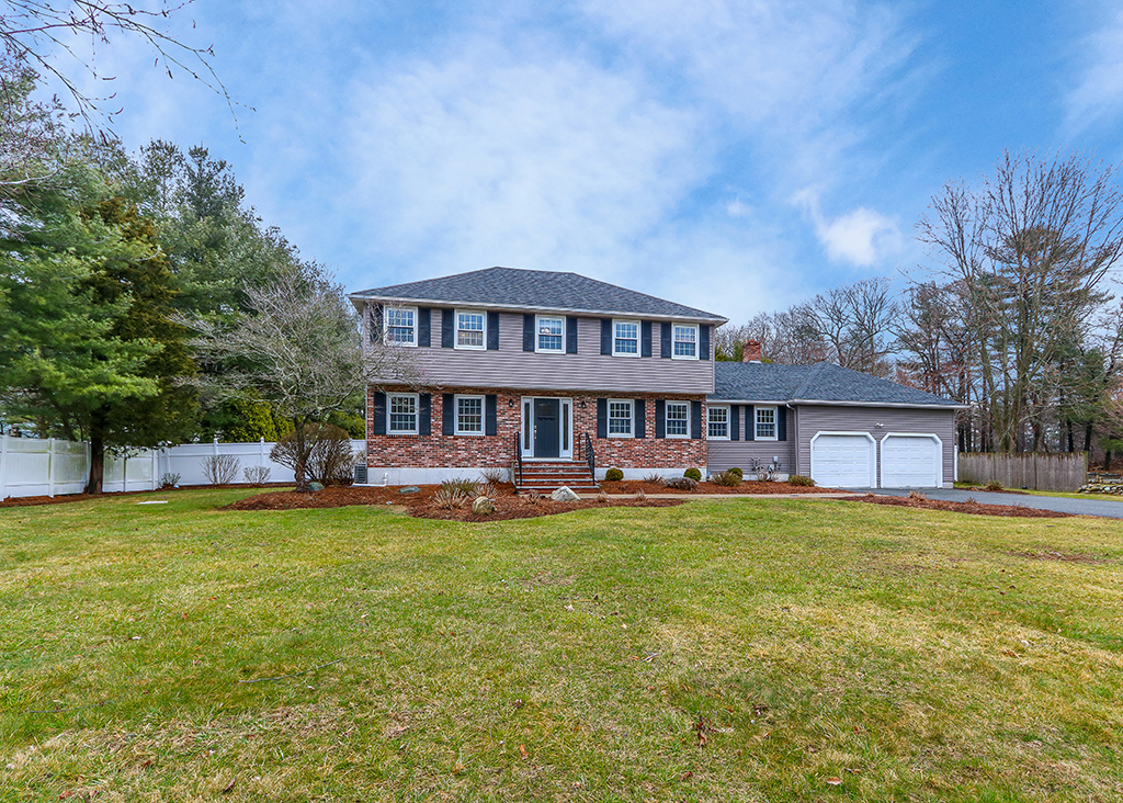 Front Exterior Photograph of 218 Weatherbee Drive, Westwood MA