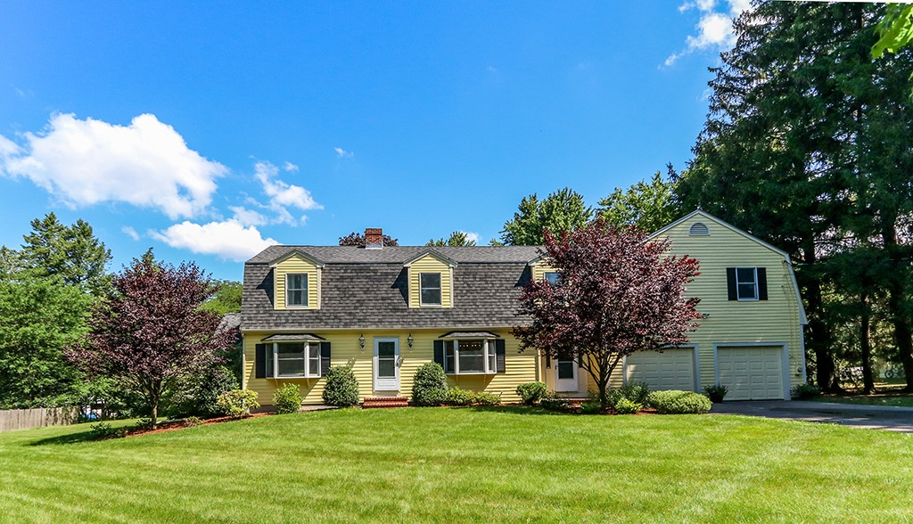 Front exterior photograph of 26 Fox Hill Street in Westwood MA