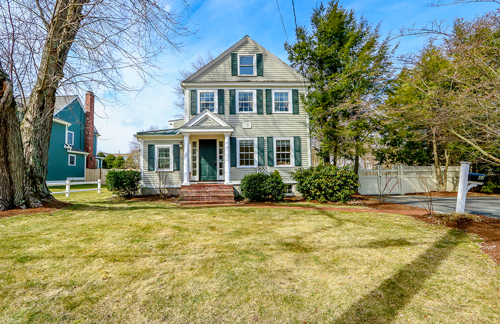 Front exterior photograph of 42 Green Street in Medfield MA